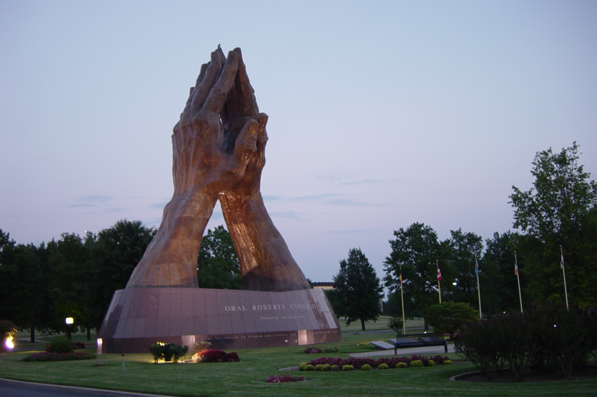 praying_hands_at_dusk_on_the_campus_of_oral_roberts_university